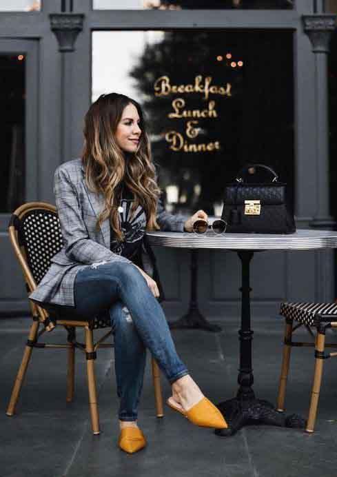 Calça jeans, tshirt, blazer xadrez e flat mule