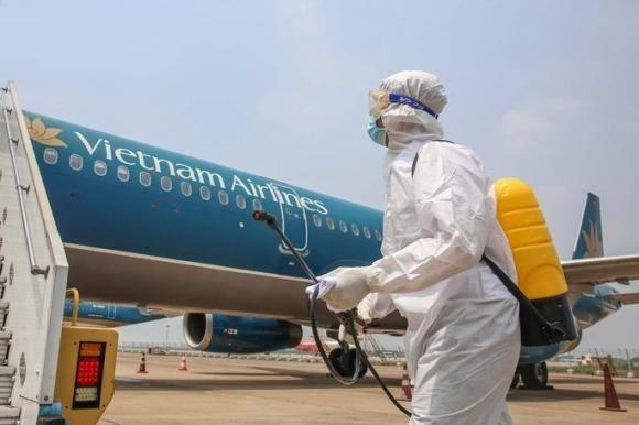 TP.HCM cách ly cả chuyến bay từ Anh vì một khách nghi mắc Covid-19