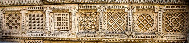 Geometrical patterns on side walls