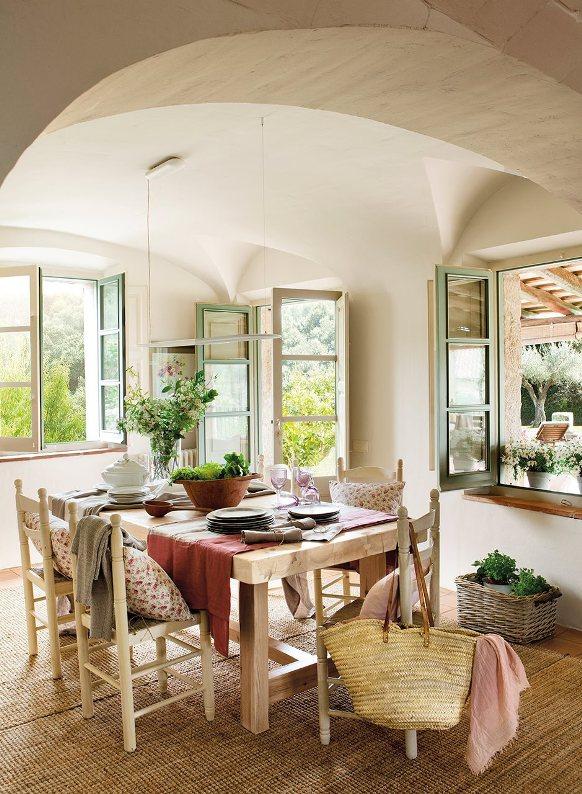 zona comedor casa de campo con mesa y sillas de madera chicanddeco