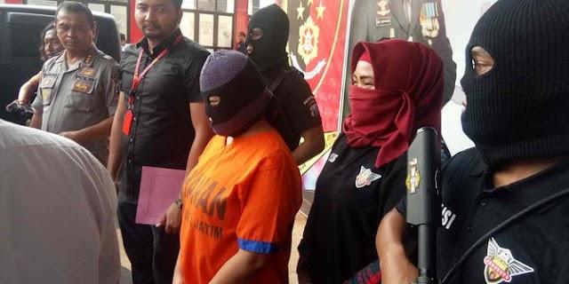 Polisi Gerebek Tempat Karoke yang Sediakan Penari Striptis dan Layanan plus plus