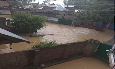 Flood Threat in Pattan Locals Spend Sleepless Night on Streets