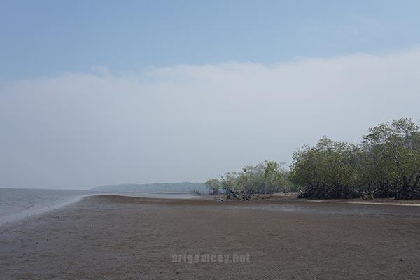 Pantai Dabong atau Pantai Desa Dabong kubu raya