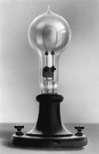 Tomasz ( Thomas) Edison - pierwsza żarówka