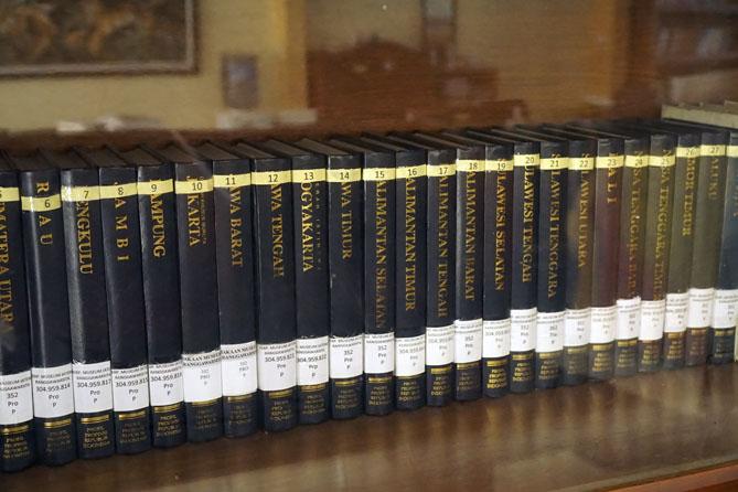 Koleksi di Perpustakaan Museum Ronggowarsito Semarang