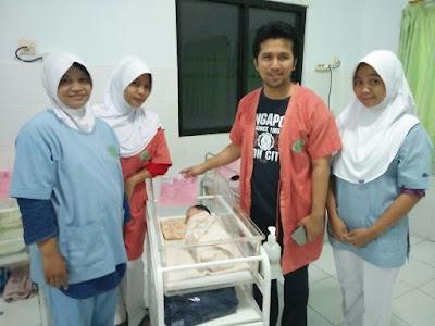 Emil Dardak Sambangi Bayi Gelandangan Yang Lahir di Jalan