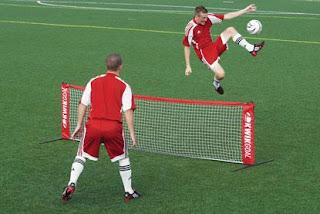 Jugar al tenis o al fútbol