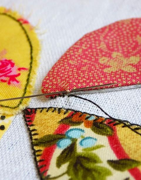 Đem đi ủi lên vải và may viền xung quanh
