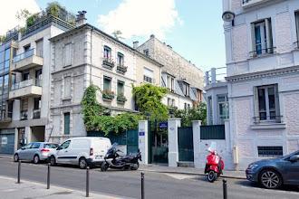 Paris : Villa Mulhouse, ancienne cité ouvrière à Auteuil, exquise enclave privée déployée le long des villas Dietz-Monnin, Emile Meyer, Cheysson - XVIème