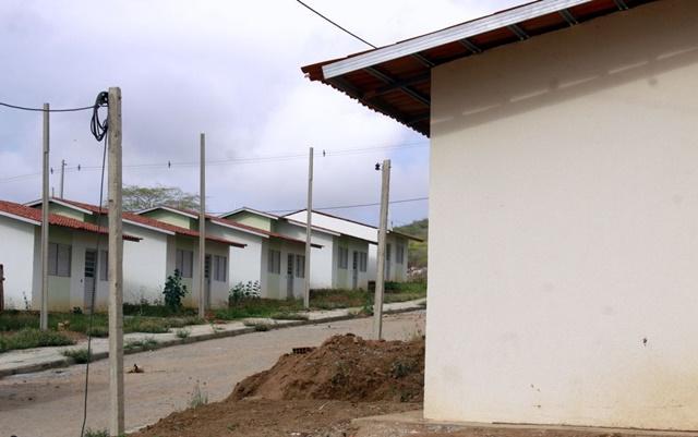 Casas populares do residencial Cruzeiro estão sendo invadidas, em Santa Cruz do Capibaribe