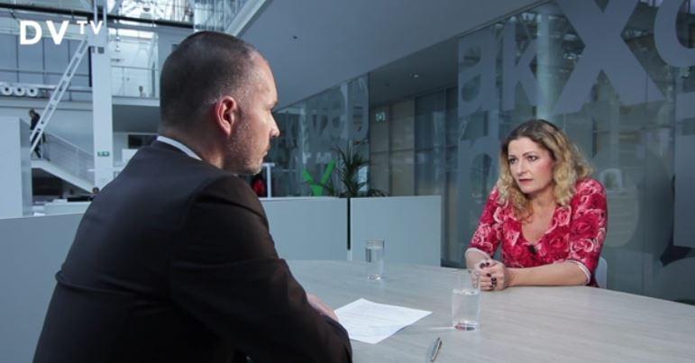 Janouch blir intervjuad