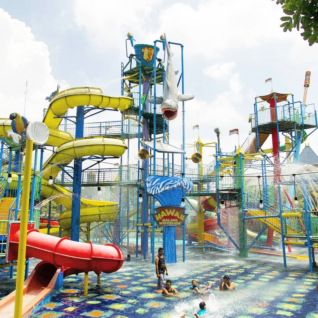 Wahana Permainan Air Hawai Waterpark Malang