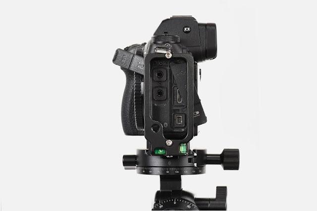 Sunwayfoto PNL-Z6II L Bracket on Nikon Z6II side ports