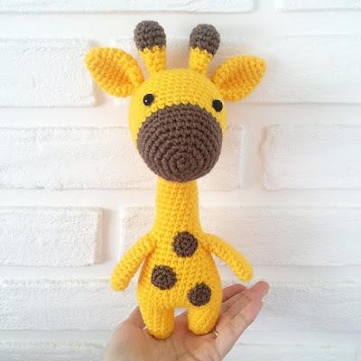 Вязаный жираф игрушка амигуруми