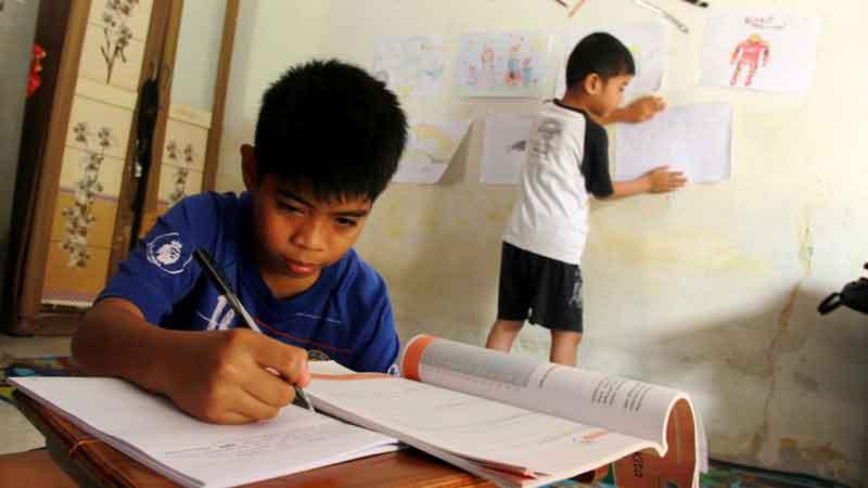 Ingin Anak Berprestasi Tanpa Terbebani Nilai Akademis, Cobalah 6 Kiat Ini