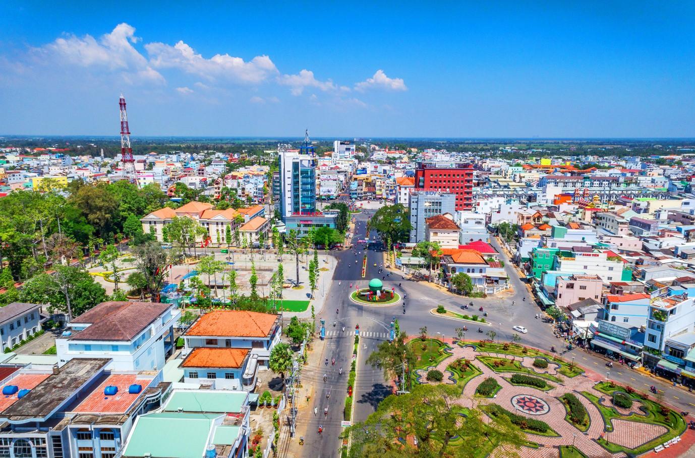 TP. Sóc Trăng được định hướng xây dựng trở thành đô thị loại II; là trung tâm kinh tế, chính trị, văn hóa, xã hội, khoa học kỹ thuật, an ninh quốc phòng của tỉnh Sóc Trăng.