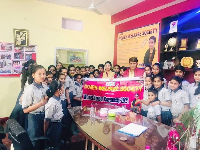 """विधायक रामलाल शर्मा ने किया """"महिला गौरव अवॉर्ड"""" समारोह के पोस्टर का विमोचन"""