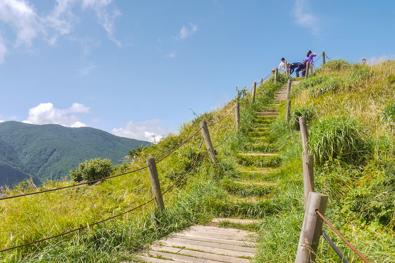 Eoseungsaengak Trail hiking the hallasan, hiking to the top, walking in jeju