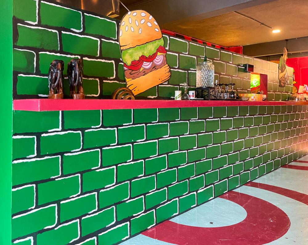 baby burger cafe, taman persiaran desa