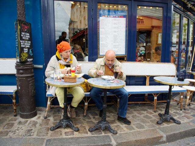 Prancis, Rata-rata usia penduduk : 82,4 tahun