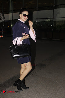 Bollywood Actress Model Urvashi Rautela Pos at Mumbai International Airport  0002.jpg