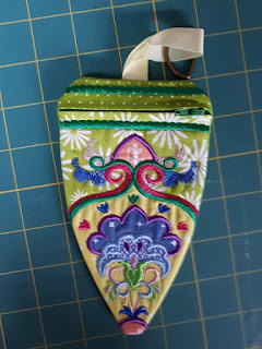 anne's blog: An ITH Machine embroidery course (online) and a bag