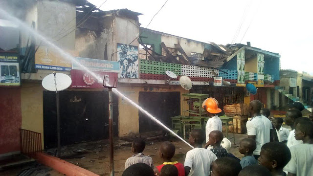 Fire razes shopping plaza in Yola