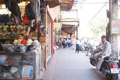 Lorong di kawasan Old Delhi