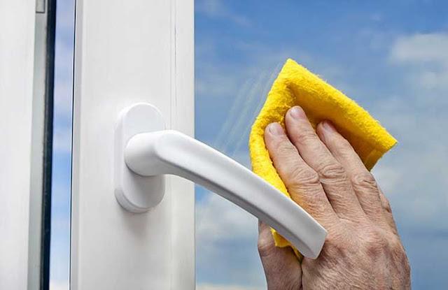 Tổng hợp mẹo lau chùi vệ sinh cửa kính nhanh và sạch