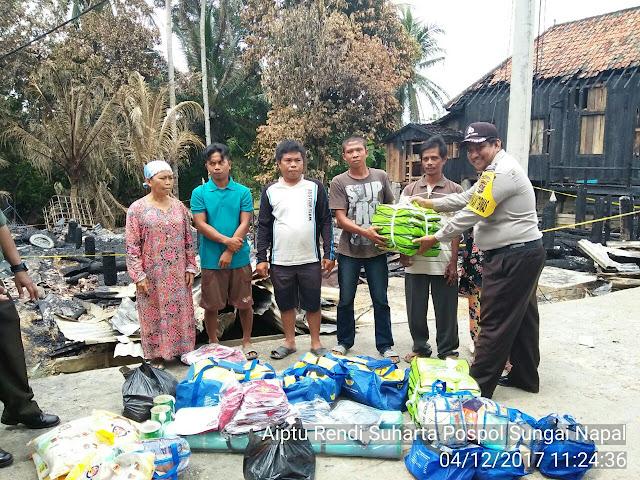 Pasca Kebakaran,Warga Sungai Napal Terima Bantuan