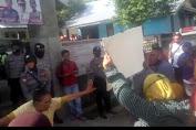 Masa Aksi Minta Kepala Desa Bebuak Angkat Kembali Kadus yang Dipecat.