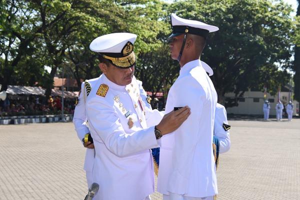 Dankodiklatal Pimpin Pelantikan 795 Prajurit Tamtama TNI AL Angkatan 39/1