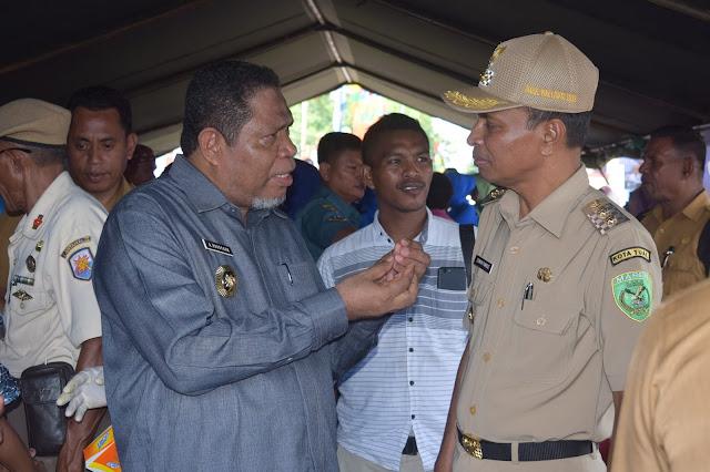 Wali Kota Adam Rahayaan. S.Ag., M. Si bersama Wakil Wali Kota Usman Tamnge