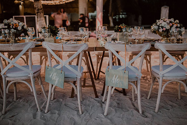 intima boda en la playa en love love by chicanddeco