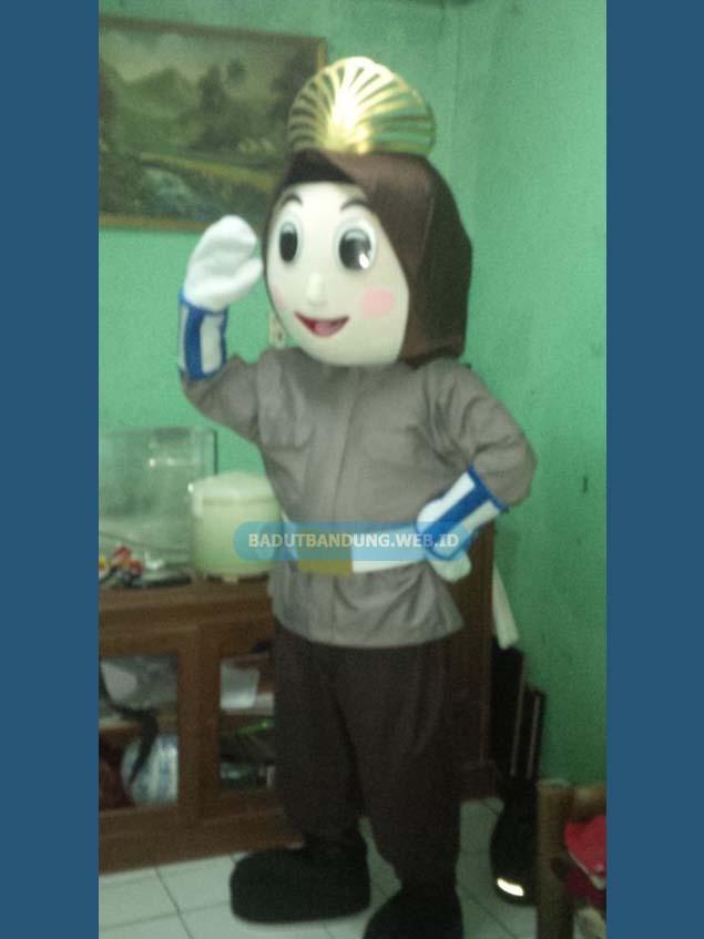 Badut maskot ibu polisi