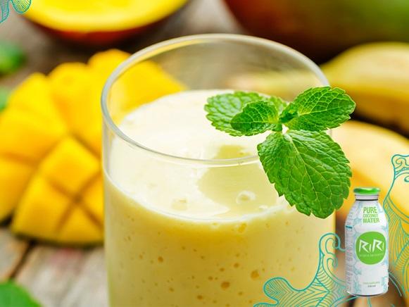 http://zielonekoktajle.blogspot.com/2016/07/mango-banan-imbir-cytryna-woda-kokosowa.html