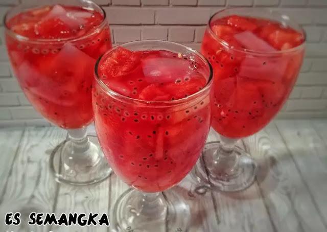 Membuat Es Semangka Natadecoco, Minuman Buka Puasa Yang Menyegarkan