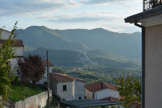 A hegyek Monte Casino és San Donato között