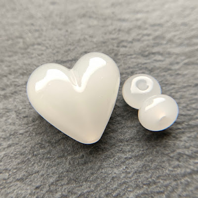 Handmade lampwork glass heart bead by Laura Sparling made with CiM Cotton