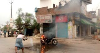 पल्सर बाइक में लगी आग  | #NayaSaberaNetwork