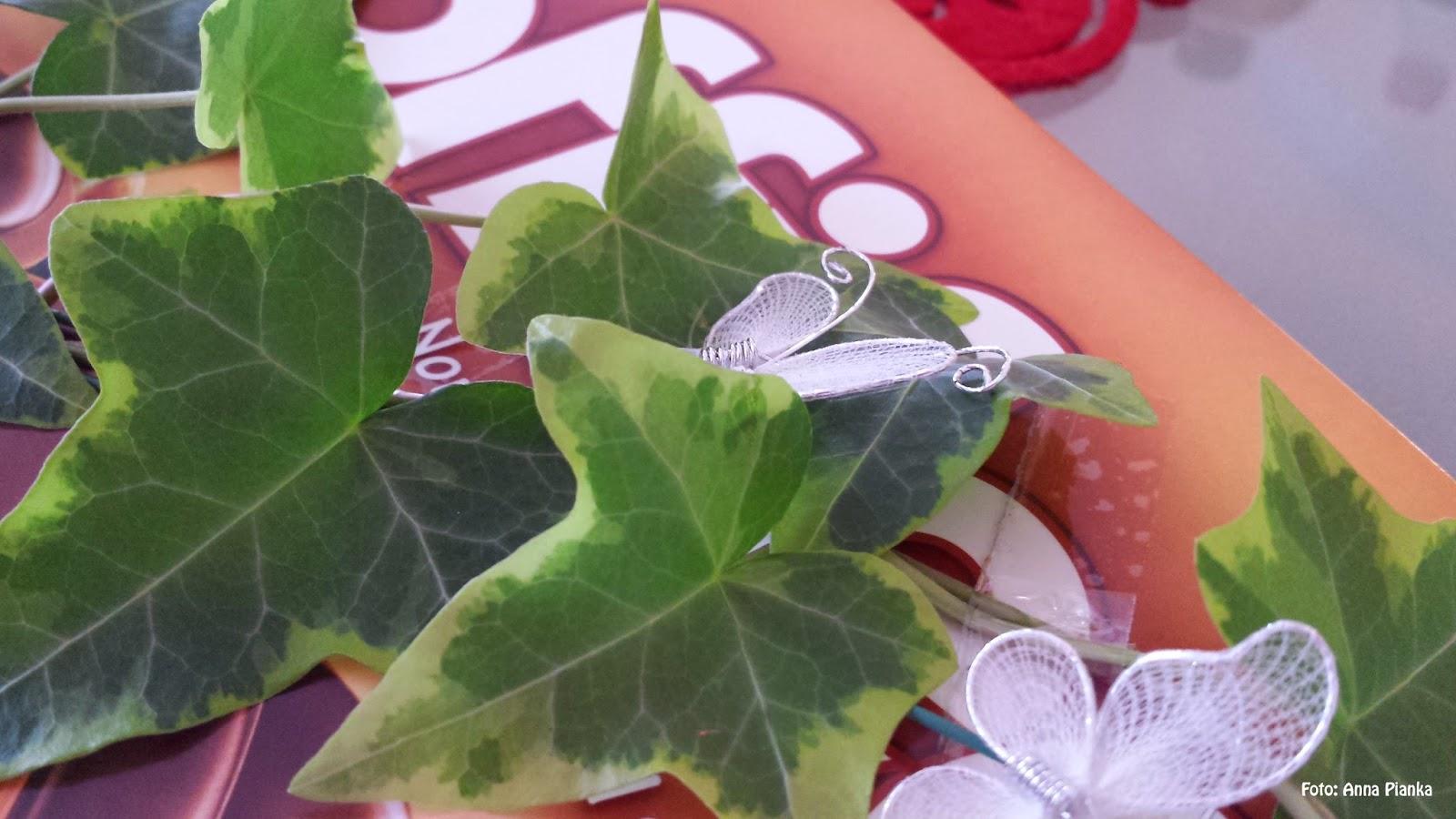 Toffifee Packunng mit einem Efeublättern und Schmetterling aus Stoff als Dekoration