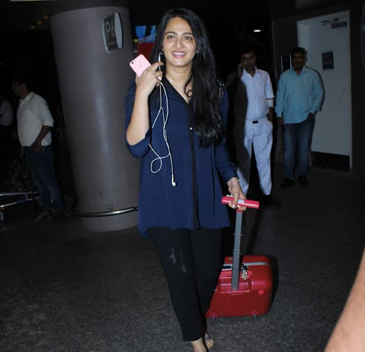 Anushka Shetty Real Face Without Makeup Pics At Mumbai Airport