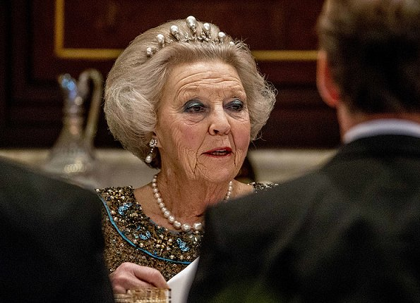 Queen Maxima wore Jan Taminiau gown and House Diamonds Necklace. Princess Beatrix was attended the state banquet. She wore the Antique Pearl tiara