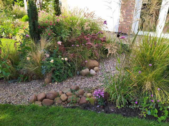sucha rzeka w ogrodzie