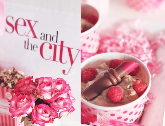 Dessert mit Schokoladen Lippenstift Pinke Frauenabend