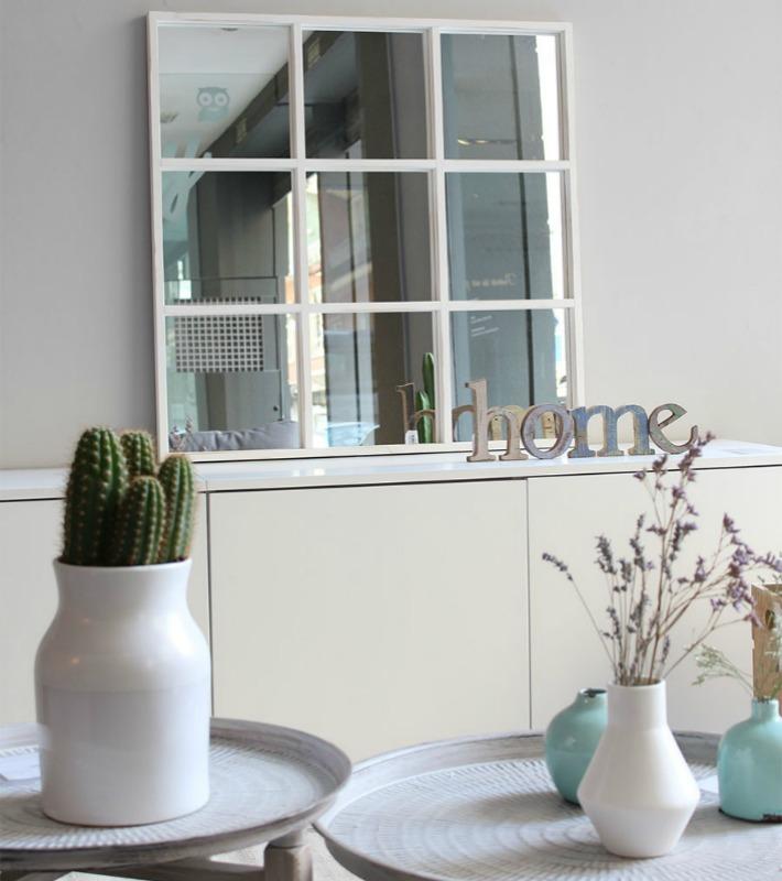 espejos cuadrados con perfiles lisos y finos para gustos y modernos o molduras trabajadas para los estilos ms refinados y clsicos