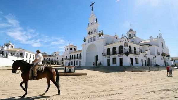 """El obispo pide """"prudencia"""" e invita a vivir un """"Rocío de Esperanza"""""""