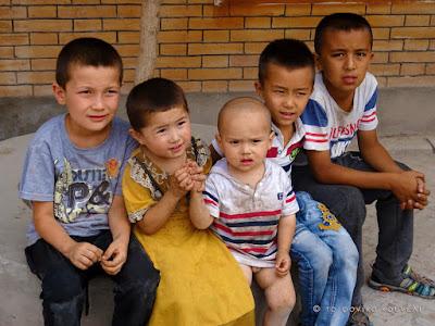 Κίνα, στο δρόμο του μεταξιού... Μικροί Ουιγούροι / China, on the Silk Road