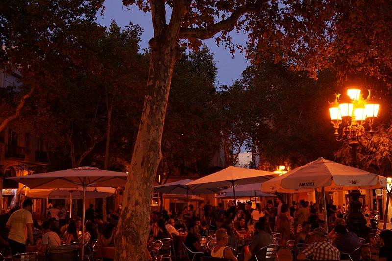 Barcelona Spanien Mittelmeer Abend Nacht Restaurant Straßen Plätze Katalonien Reisetipps Sehenswürdigkeiten