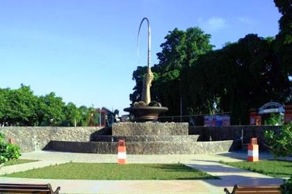 Air Mancur Menari di Taman Pecut Kota Blitar
